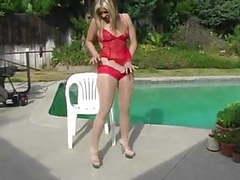 Pantyhose duel: blonde vs red movies at freekilomovies.com