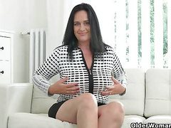 Well rounded milf ria black fingers her breedable pussy movies
