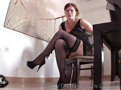 Domina erzieht sklaven in nylons und high heels movies at freekilomovies.com