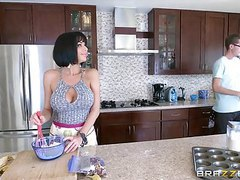 Brazzers - veronica avluv  - mommy got boobs videos