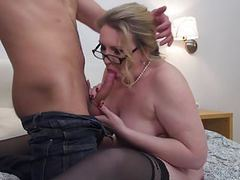 Mature sex with big mom and young son movies at freekiloporn.com