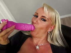 Mature super mom with very hungry vagina movies at freekiloporn.com