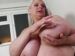 Mature sex bomb mother with huge juicy tits movies at freekilosex.com