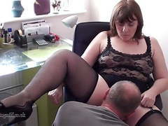 British milf performs on webcam videos