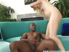 Blonde brynn brooks ripped by mandingo's third leg tubes