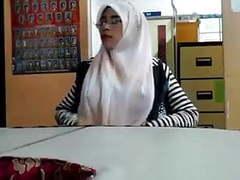 Malay- cikgu bertudung ramas tetek movies at freekiloporn.com