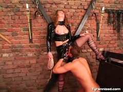 Mistress in latex makes him eat her pussy videos