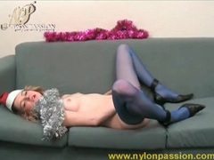 Masturbating hottie in blue pantyhose movies at kilovideos.com