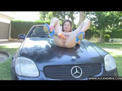 Hot asian masturbates on the car tubes at chinese.sgirls.net