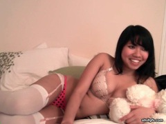 Big dildo fucks pussy of asian webcam girl tubes at chinese.sgirls.net