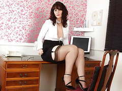 Scottish milf toni lace will get you the best deal in town tubes