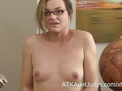 Sexy milf teacher sofia matthews fingers her shaved pussy movies at kilopills.com