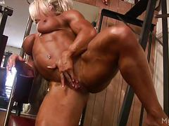 Female bodybuilder lisa cross plays w her fucking big clit tubes
