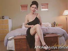 Sexy cougar nancy vee masturbates. movies