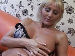 Hot british cougar mom playing with her pussy tubes