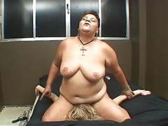 Fat mature woman facesitting young sub tubes