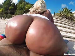 Big booty blondie fesser gets oiled up and fucked outdoor tubes