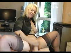 Hot blonde cougar heels and stockings gives a nice tug job! tubes