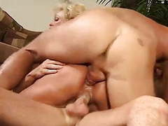 Una rica doble penetracion vaginal a putita vieja by turyboy tubes