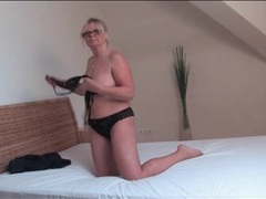 Granny in glasses plays with her pussy movies at lingerie-mania.com
