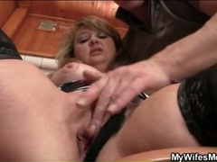 Mature cunt fingered in her bathroom movies at find-best-babes.com