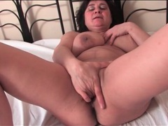 Mature brings out her big tits and masturbates videos