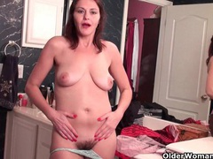 Soccer mom with hairy pussy masturbates in pantyhose videos