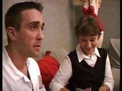 Vieille francaise fait appel au reparateur de tv videos