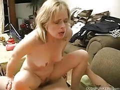 Sexy mature amateur enjoys a long hard fuck movies at freekilosex.com