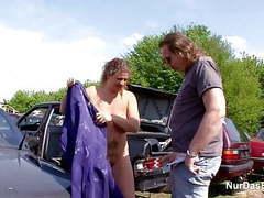 Dumme milf alte wird outdoor auf dem schrottplatz gefickt movies at find-best-pussy.com