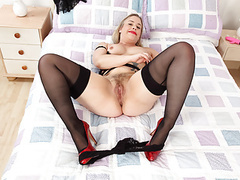 British milf tammy gives her fanny the dildo treatment movies at find-best-mature.com