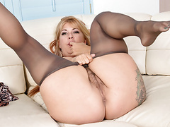 Hairy milf joclyn stone gets turned on in pantyhose movies at freekilosex.com