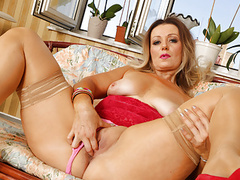 Curvaceous milf mia gives her pussy the attention it craved movies at find-best-ass.com