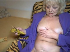 Granny in bathrobe masturbates after tea tubes