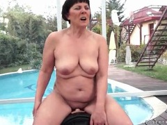 Mature margo sucks and sits on sybian videos