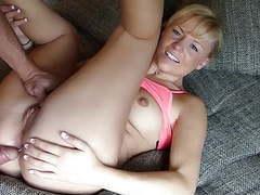 Geile nahaufnahme von blondine auf der couch movies at find-best-videos.com