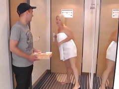 Pizzajunge ficken heibe blondine movies at find-best-videos.com