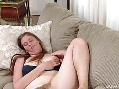 Lindsay mastubiert, spritzt milch und pisst videos