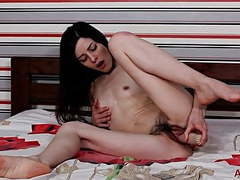 Hairy masturbation movies at kilogirls.com