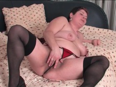 Bbw in lingerie masturbates her cunt videos