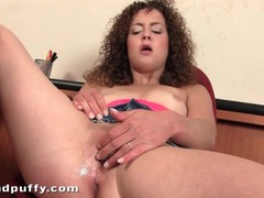 Curly hair honey turns on her pink pussy videos