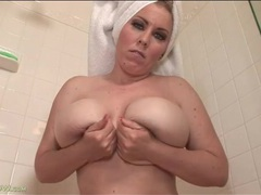 Curvy desiree deluca masturbates in shower videos