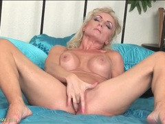 Fingering blonde mom has fake titties videos