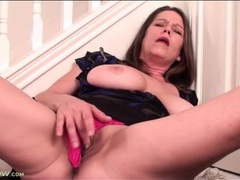 Mature in pink panties finger bangs her pussy videos