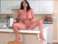 Naked cougar on kitchen counter masturbates pussy videos