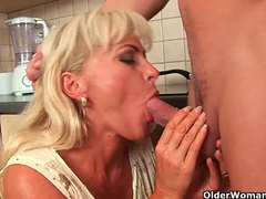 Blonde soccer mom with curvy body gets fucked videos