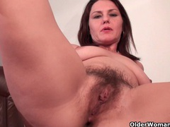 Sexy milf with big tits works her hairy pussy videos