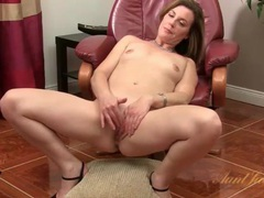 Pretty milf sofia matthews rubs her pussy videos
