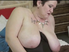 Fat girl in a black corset fingers her box videos