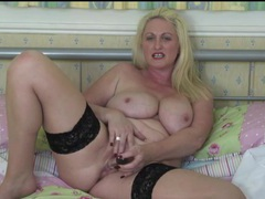 Curvy sarah daniel talks dirty as she masturbates movies